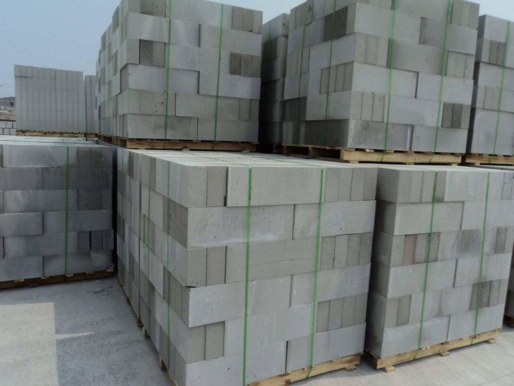 Bê tông siêu nhẹ có 2 loại bê tông bọt khí và bê tông khí chưng áp