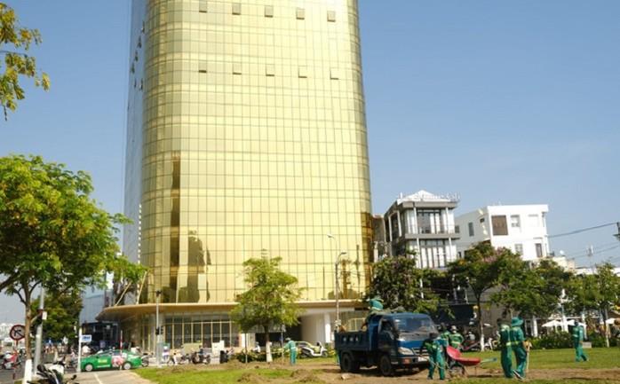 Tòa nhà TTTM và văn phòng dịch vụ SHB Đà Nẵng gắn kính phản quang sai thiết kế
