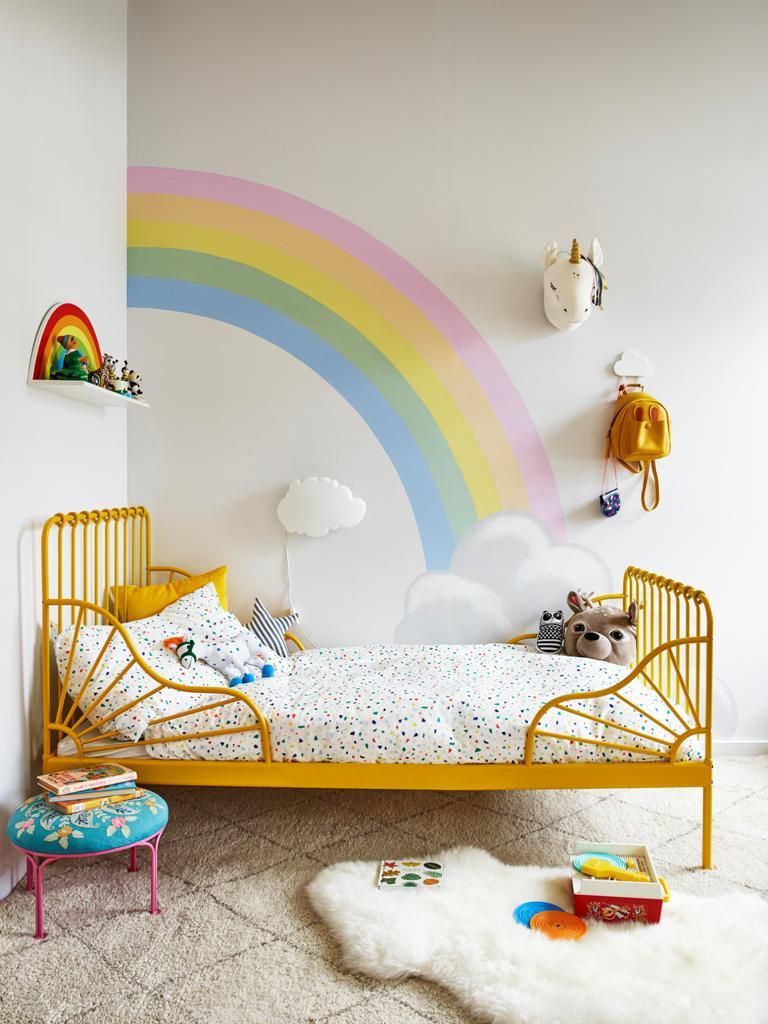 Căn phòng Cầu Vồng này có lẽ sẽ lã giấc mơ của rất nhiều bé gái. Những màu sắc tạo thành dài màu lung linh sau cơn mưa là một phép màu tuyệt diệu làm sao!