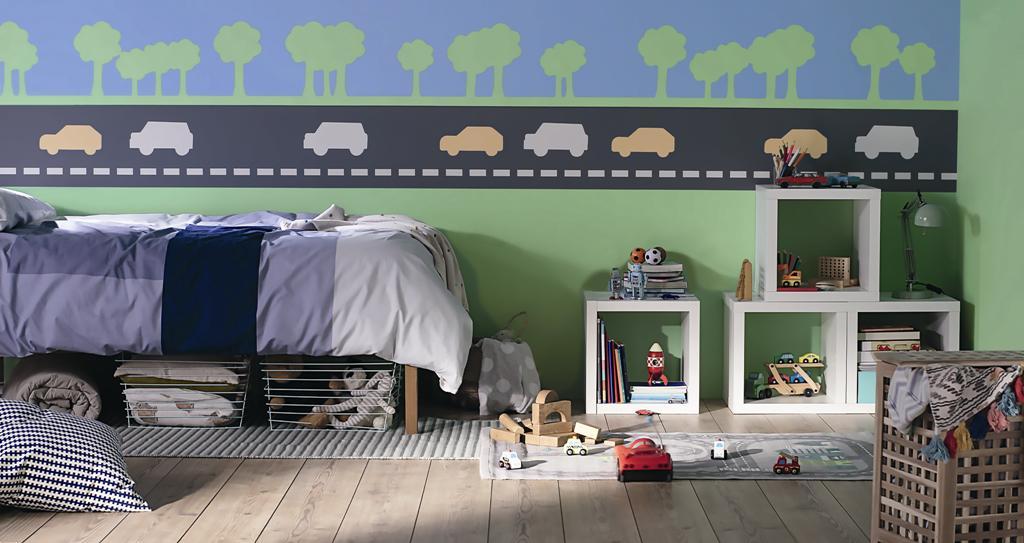 Con trai có đam mê kì lạ với ô-tô, vì thế được sở hữu một đại lộ đầy ô-tô chạy dọc hàng cây xanh mát ngay trong phòng ngủ sẽ mang lại niềm vui bất tận cho các cậu bé.