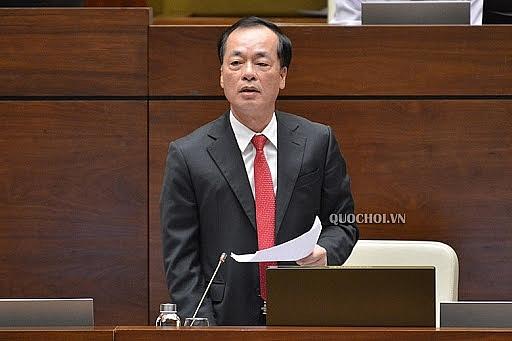 Bộ trưởng Bộ Xây dựng Phạm Hồng Hà làm rõ nhiều nội dung các đại biểu Quốc hội nêu (Ảnh: Quốc hội)