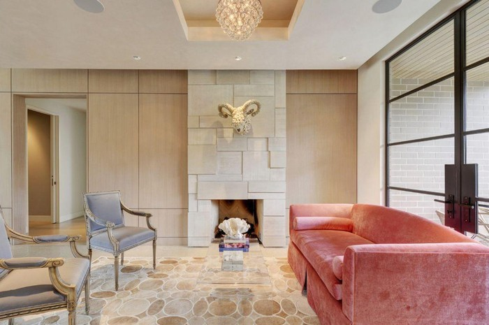 Người mệnh hỏa nên chọn những bộ ghế sofa có màu đỏ, hồng kết hợp với màu xanh để gặp may mắn