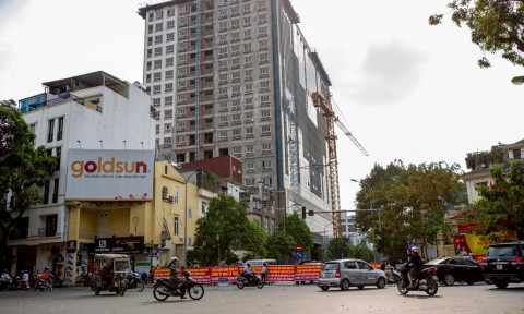 Phá dỡ giai đoạn 2 công trình 8B Lê Trực: Người mua nhà tầng 17, 18 nói gì?