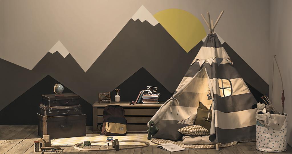 Phòng học giữa rặng núi xám của thảo nguyên hùng vĩ dành tặng những bé con mạnh mẽ. Học xong được ngả lưng trong căn lều bên núi sẽ trở thành phút giây bé con mong chờ nhất trong ngày.