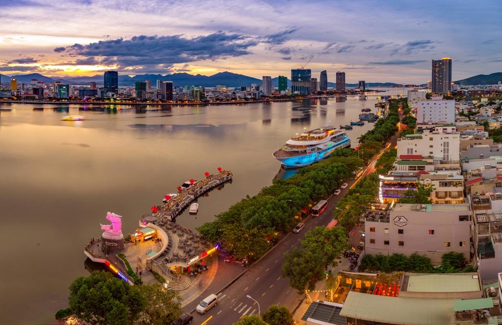 Bên du thuyền TP Đà Nẵng - Nguồn ảnh: Lê Trí