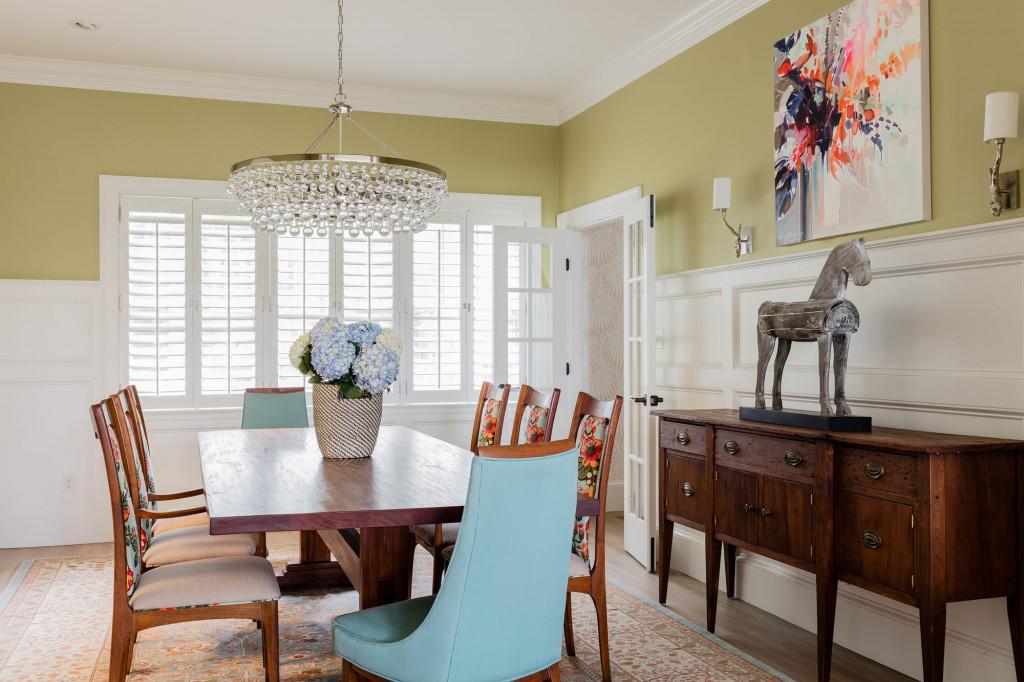 Kích thước của những bức tranh treo tường bạn lựa chọn phụ thuộc vào khoảng trống các bức tường bên trong phòng ăn