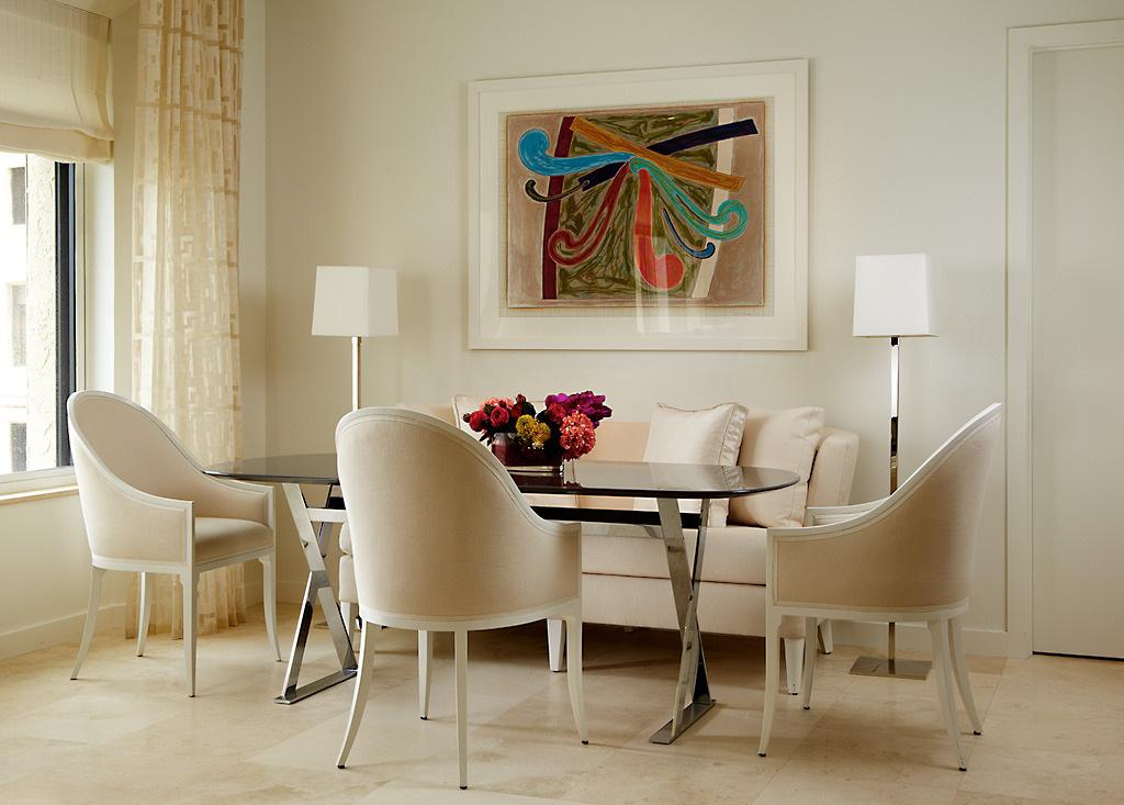 Một căn phòng ăn gia đình dễ trông đơn điệu nếu thiếu đi những món đồ phụ kiện trang trí
