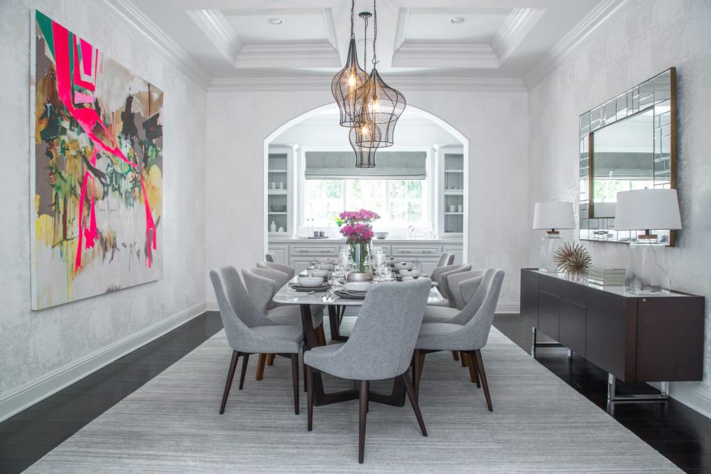 Nếu như căn phòng ăn của gia đình của bạn vẫn còn thiếu thu hút thì tranh trang trí là một lựa chọn đáng để bạn cân nhắc đến