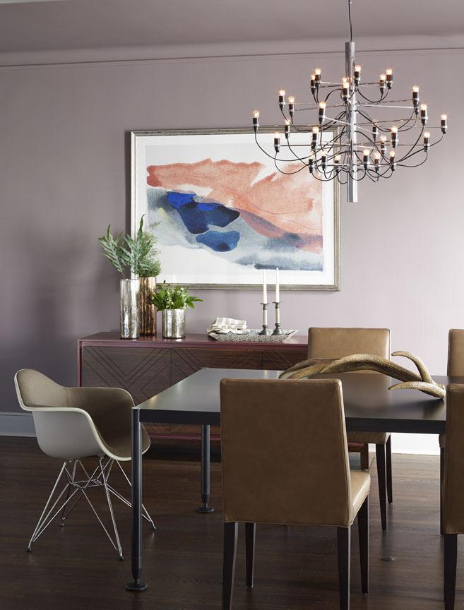 Với một căn phòng ăn đơn sắc thì một bức tranh treo tường như thế này sẽ là sự lựa chọn tốt nhất