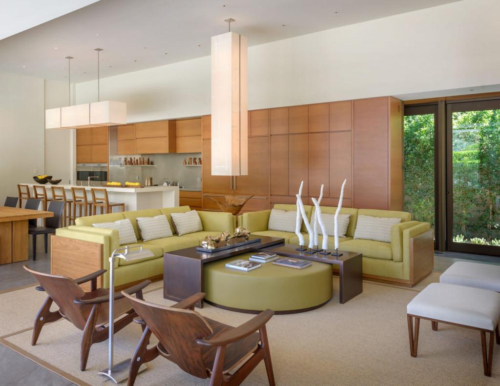Nội thất bằng gỗ tự nhiên cũng là một phần không thể thiếu bên trong mỗi không gian được thiết kế theo phong cách đương đại