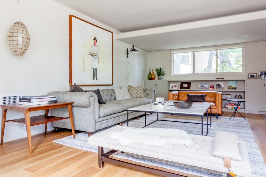 Những bộ ghế sofa bằng da thường xuyên được lựa chọn để đặt bên trong căn phòng khách gia đình mang phong cách đương đại