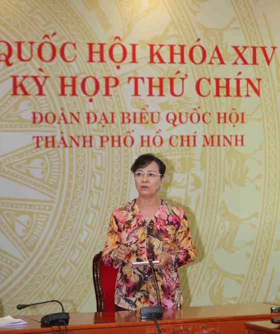 ĐB Nguyễn Thị Quyết Tâm phát biểu tại điểm cầu Đoàn ĐBQH TPHCM. Ảnh: DŨNG PHƯƠNG