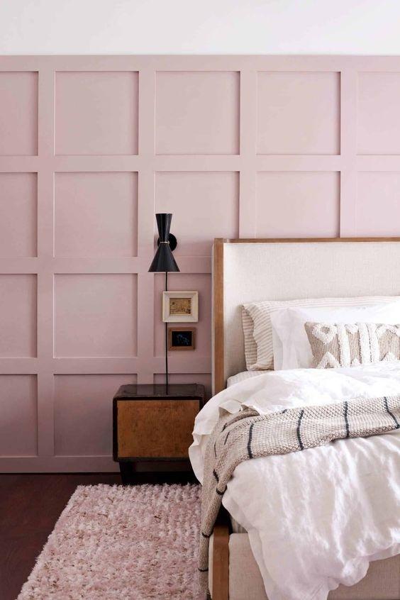 Mẫu tường màu hồng nhẹ nhàng, tinh tế, thích hợp trong không gian phòng của bạn gái