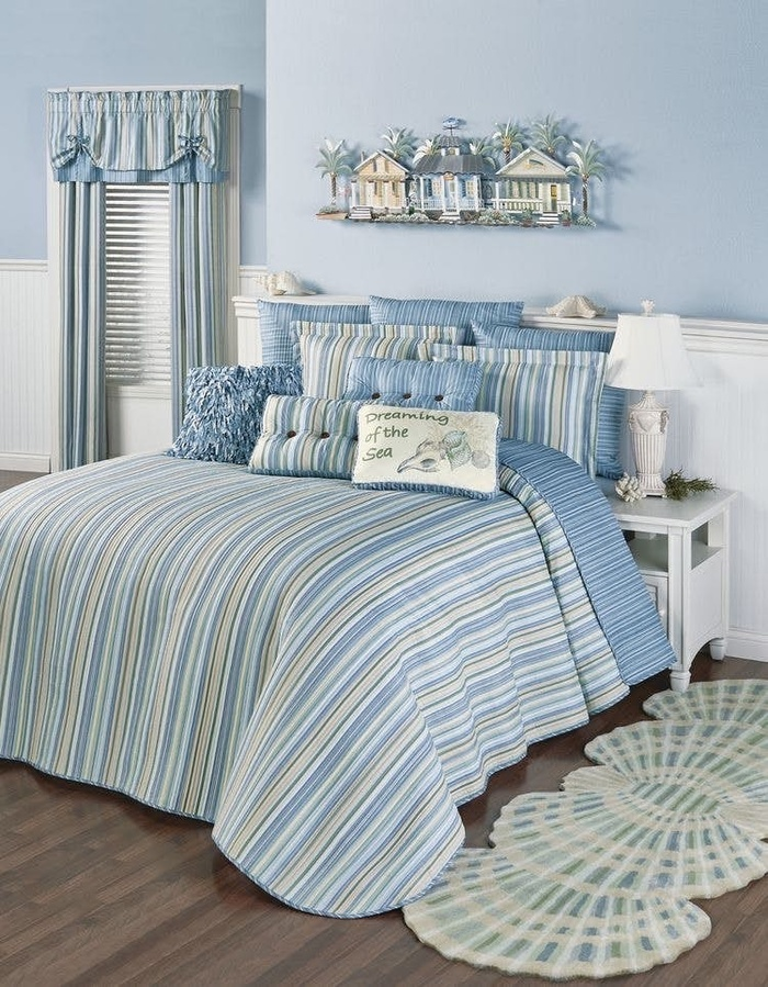 """Đây là một trong những điều bạn không thể bỏ qua. Để phòng ngủ rộng rãi và mang """"hơi hướng"""" đại dương, bạn nhớ giữ phòng gọn gàng và ngăn nắp để tạo cảm giác thông thoáng, sạch sẽ"""