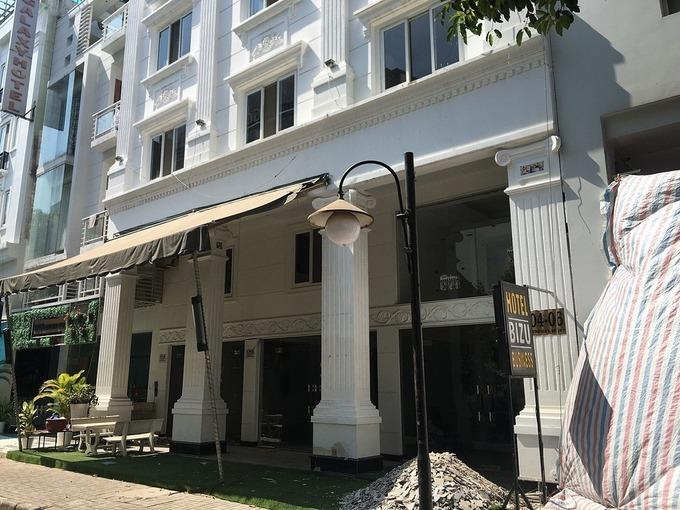Một khách sạn ở Khu phố Hàn Quốc tại quận 7, TP HCM ngưng hoạt động từ chiều 19/3. Ảnh: Nguyễn Nam
