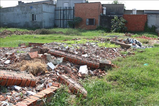 Tháo dỡ nhà xây dựng không phép tại xã Vĩnh Lộc A, huyện Bình Chánh, TP Hồ Chí Minh