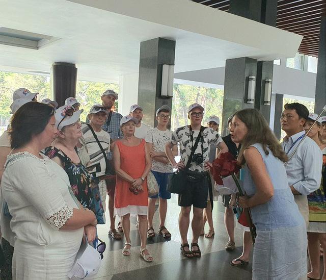 Du khách đến Việt Nam sụt giảm mạnh đã ảnh hưởng tới thị trường khách sạn. Ảnh: Khách quốc tế tới TP HCM thời điểm tháng 2-2020. Ảnh: Thái Phương