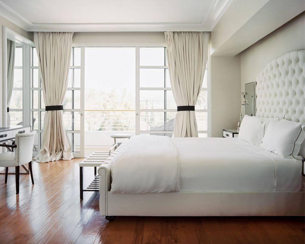 Rèm cửa sáng màu như be, kem nhạt sẽ giúp căn phòng trở nên thông thoáng, dễ chịu