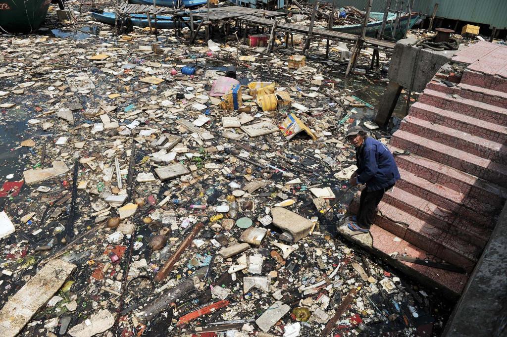 """Chắc hẳn nhiều người sẽ ngạc nhiên khi biết địa điểm chụp bức ảnh ngập rác gây ám ảnh này là ở """"đảo ngọc"""" Phú Quốc. Ảnh tư liệu: Zing.vn"""