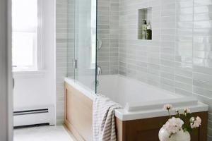 10 ý tưởng gạch ốp đẹp long lanh, đầy phong cách cho phòng tắm nhỏ