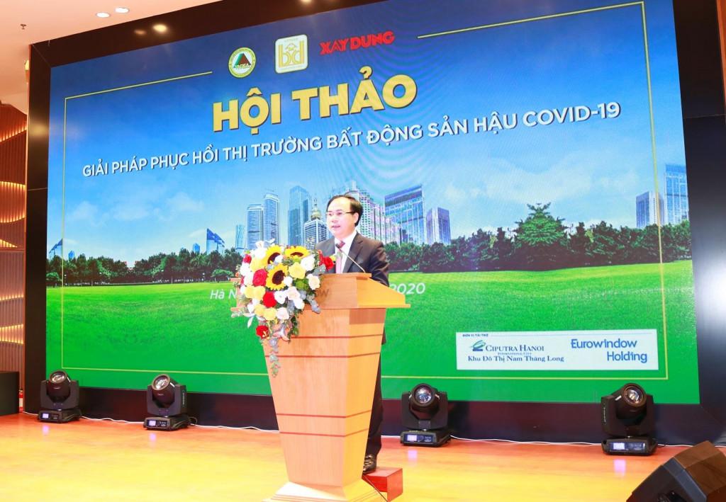 Thứ trưởng Bộ Xây dựng Nguyễn Văn Sinh phát biểu chỉ đạo tại hội thảo
