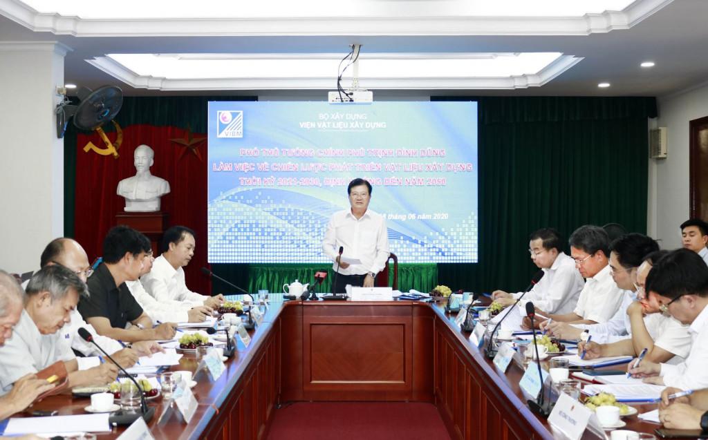 Phó Thủ tướng Chính phủ Trịnh Đình Dũng phát biểu tại buổi làm việc