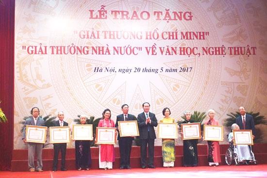 """Lễ trao tặng """"Giải thưởng Hồ Chí Minh"""" và """"Giải thưởng Nhà nước"""" về Văn học nghệ thuật năm 2017"""