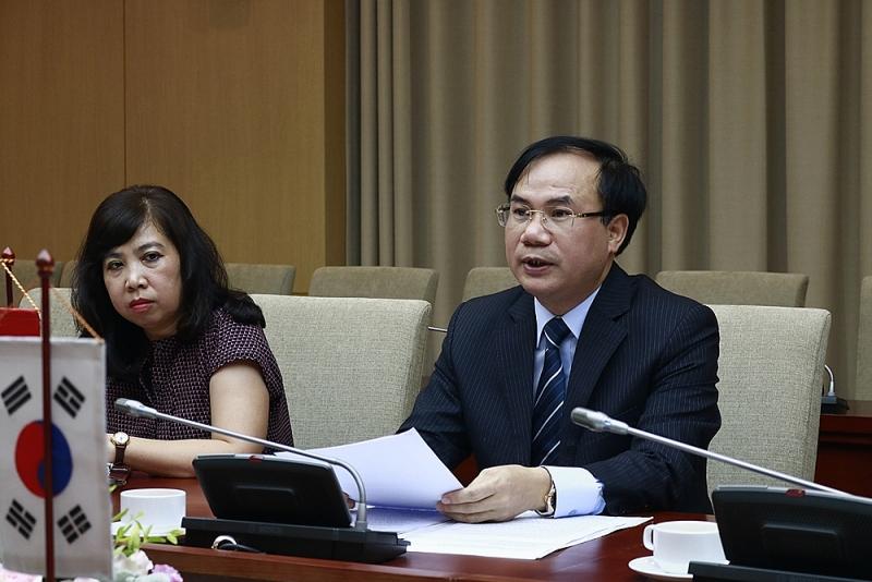 Thứ trưởng Nguyễn Văn Sinh chủ trì cuộc làm việc với ông Cho Han-Deog - Giám đốc Văn phòng KOICA tại Việt Nam (Ảnh: Hữu Mạnh)