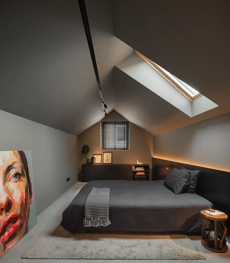 Trong khi tất cả các chức năng chung được lên kế hoạch ở tầng trệt, thì tầng trên được dành cho phòng ngủ và phòng tắm nắng