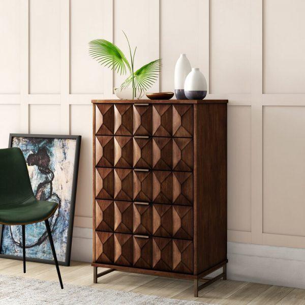 Tủ quần áo hình học này nổi bật giữa căn phòng với các ngăn kéo nhiều mặt.
