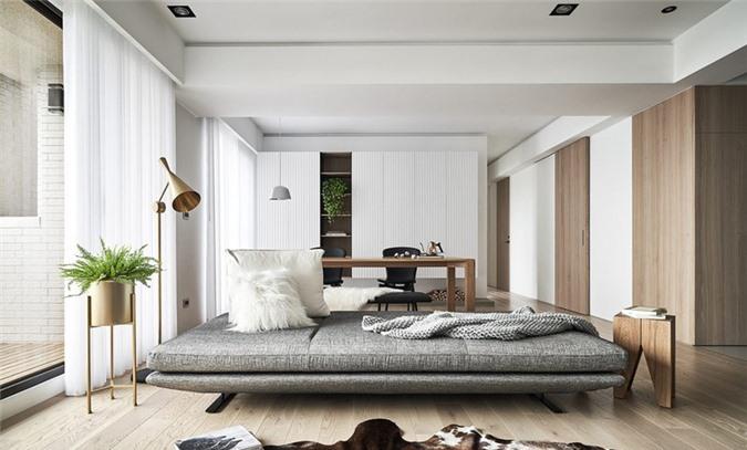 Không sử dụng cách bố trí quen thuộc gồm ghế sofa và bàn trà đặt phía trước, một chiếc ghế sofa giường khiến phòng khách trong ngôi nhà màu trung tính trở nên ấm cúng, gần gũi