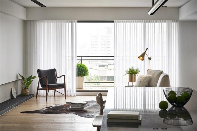 Một tấm thảm lông thú, phù hợp với phong cách chung của căn phòng