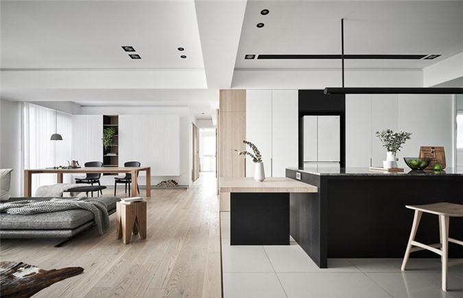 Nhà bếp và phòng khách phân biệt với nhau thông qua chất liệu làm sàn