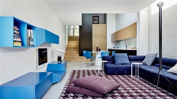 Nếu bạn không thích sử dụng nhiều màu xanh, có thể xen kẽ đồ nội thất phòng khách với tông màu trắng hay xám