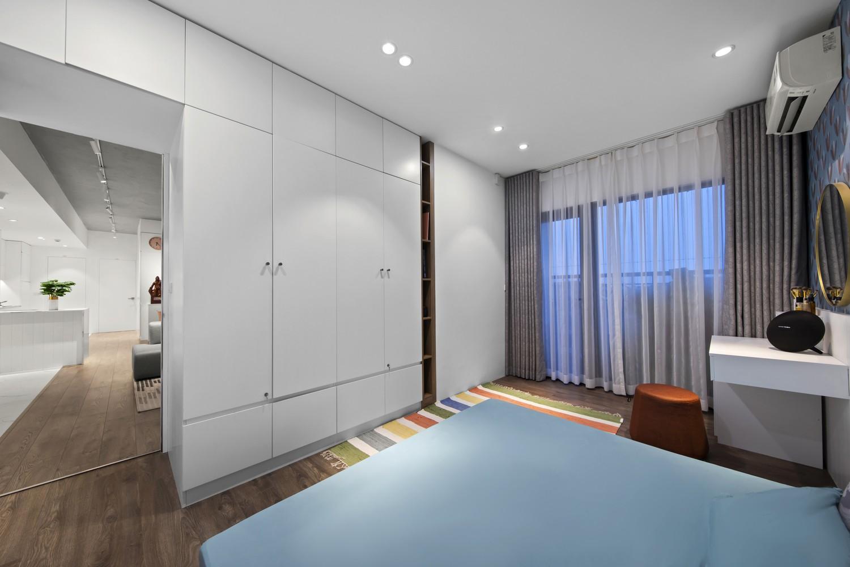 Phòng ngủ không rộng nhưng đảm bảo độ thoáng và tiện nghi.