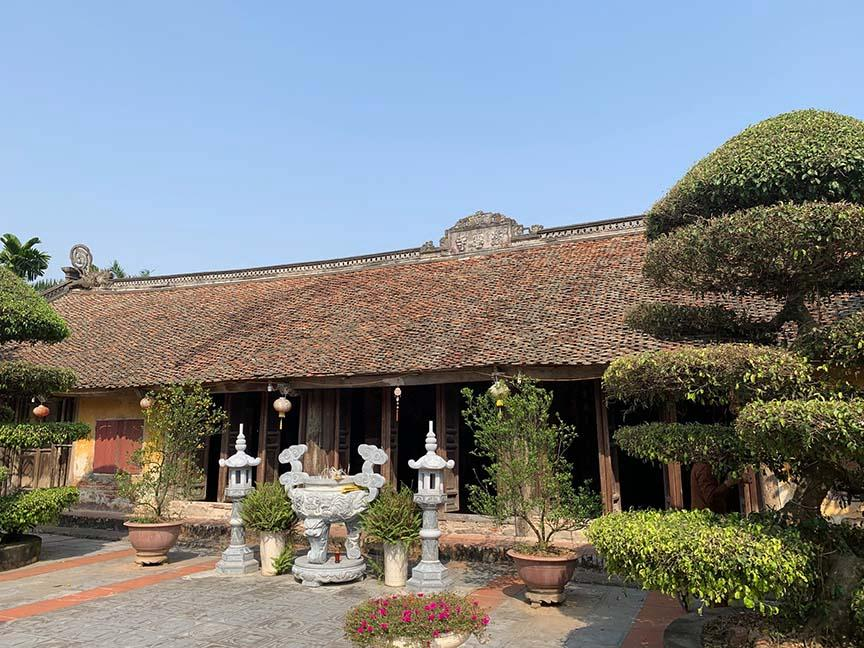 Chùa Thái Lạc, Văn Lâm, Hưng Yên đang lưu giữ 16 bức chạm cổ bằng gỗ từ thời Trần