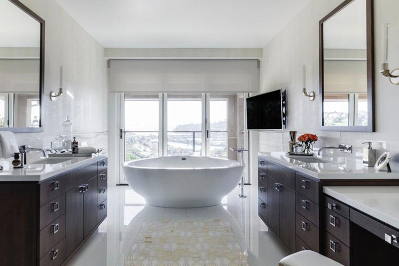 So với bồn tắm hình chữ nhật thì hình oval đem đến cho người dùng cảm giác nhỏ gọn hơn nhiều