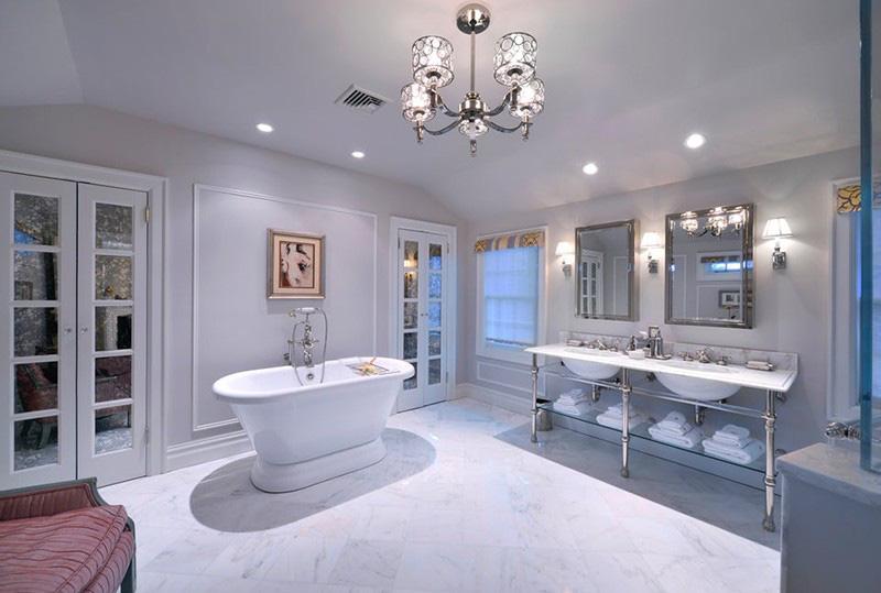 Mẫu bồn tắm oval thành cao mang đến người dùng sự thoải mái, dễ chịu khi sử dụng, đồng thời cũng tiết kiệm được khá nhiều không gian