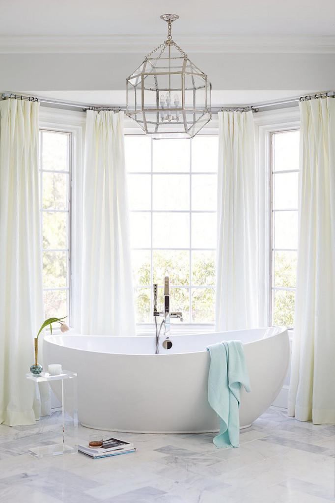 Vì vậy mà, đừng tốn thời gian đắn đo quá nhiều, bồn tắm oval chính là một quyết định vô cùng sáng suốt cho căn phòng tắm của gia đình bạn đó