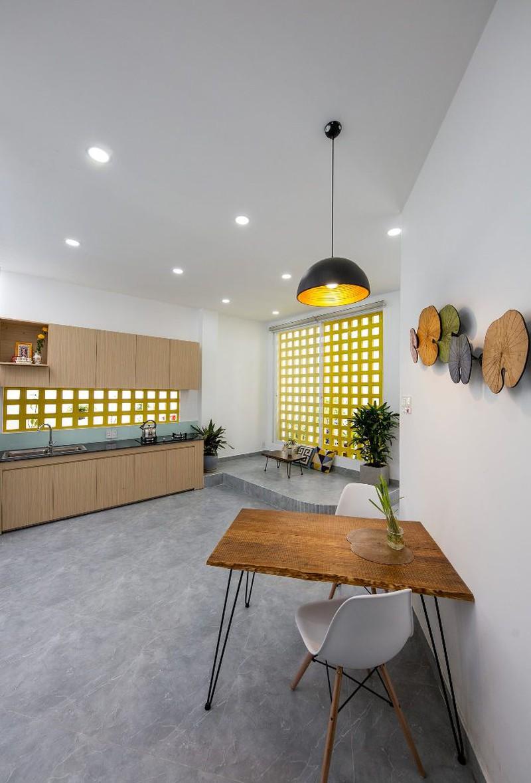 Phòng bếp bố trí đơn giản nhưng đầy đủ công năng dành cho gia chủ