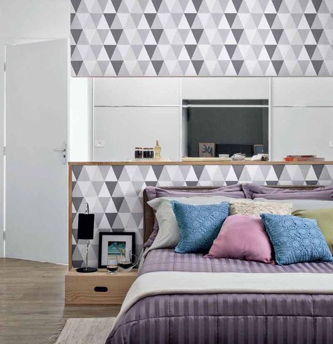 Chỉ với một mảng tường họa tiết đơn giản thôi nhưng bạn có thể dễ dàng nhận thấy trông căn phòng trở nên thu hút hơn rất nhiều