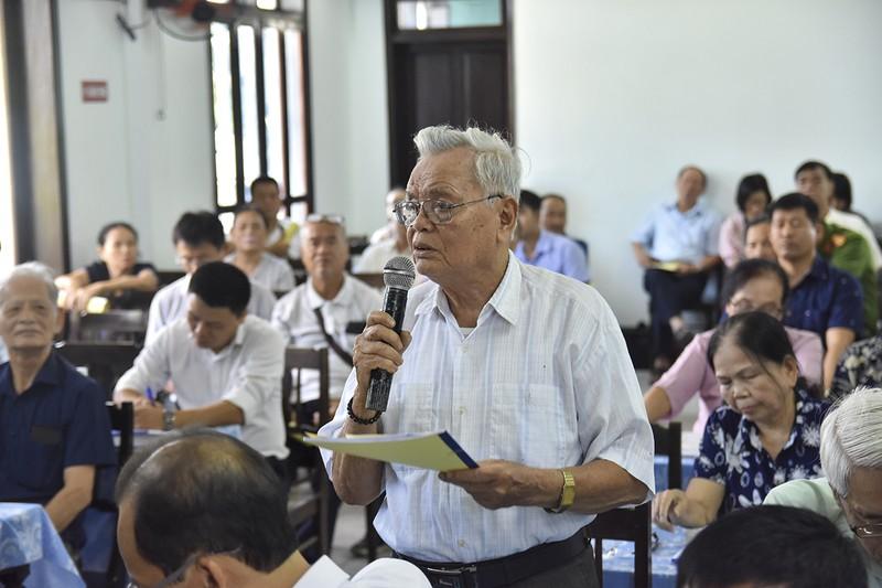 Ông Lê Trọng Lư, một cư dân tại chung cư, phát biểu ý kiến tại buổi đối thoại. Ảnh: N.DO