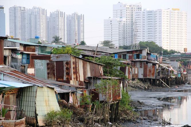 Nhiều nhà ven và trên kênh, rạch tại thành phố Hồ Chí Minh chưa di dời do nguồn kinh phí thực hiện khó khăn