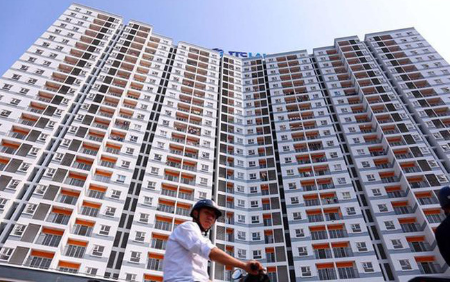 """Bộ Xây dựng vừa hoàn thiện cơ chế về nhà ở thương mại giá chỉ dưới 20 triệu đồng/m2 để trình Chính phủ. Tuy nhiên, nhiều chuyên gia lo ngại, nếu đẩy mạnh loại hình nhà ở thương mại giá thấp xa trung tâm và thiếu hạ tầng sẽ rơi vào cảnh """"ế ẩm"""" giống nhiều khu nhà ở xã hội hiện nay."""