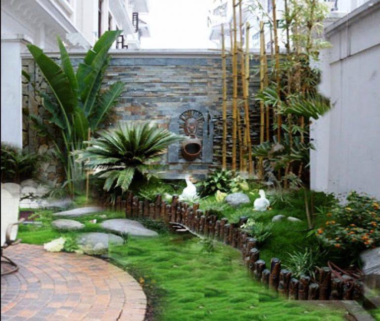 """Hoàn toàn có thể biến """"góc chết"""" gầm cầu thang trở thành một điểm nhấn với hồ nước và cây xanh bắt mắt như thế này. Không chỉ tối ưu diện tích """"góc chết"""", mẫu vườn nhỏ này còn tạo thêm vẻ đẹp nổi bật cho kiến trúc nhà."""