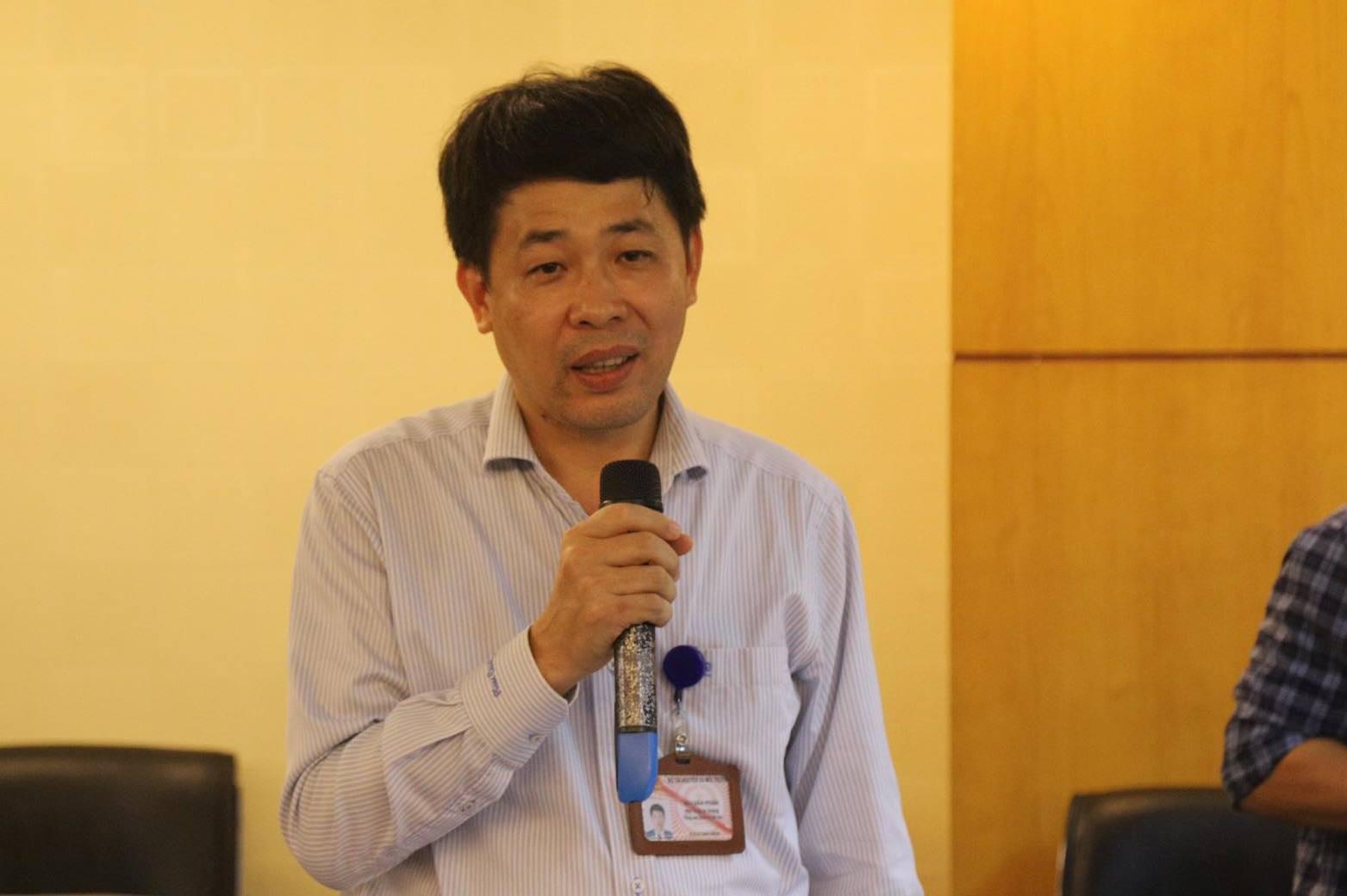 Ông Mai Văn Phấn trao đổi tại họp báo