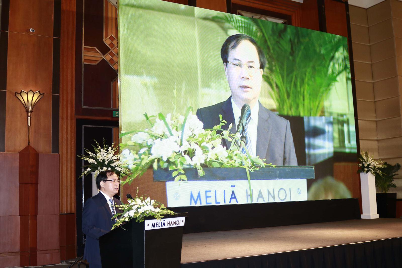 Thứ trưởng Bộ Xây dựng Nguyễn Văn Sinh phát biểu tại hội thảo