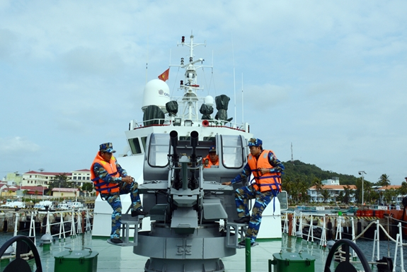 Những chiến sĩ cảnh sát biển sẵn sàng bảo vệ ngư dân và vùng biển Việt Nam. Ảnh: Thu Hà