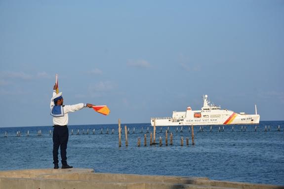 """Biển cùng với các hệ thống đảo đã trở thành """"phên giậu"""" bảo vệ chủ quyền toàn vẹn đất nước. Ảnh: Văn Phong"""