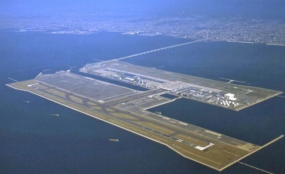 Sân bay Kansai là sân bay đầu tiên trên thế giới được xây dựng trên đảo nhân tạo. Ảnh: Japan Travel.